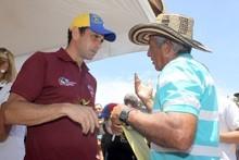 """Capriles: """"Gobierno marcha mientras el país padece la v..."""