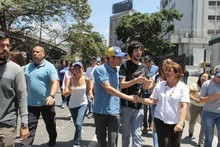 """Capriles denuncia """"algo oscuro"""" detrás de las dete..."""