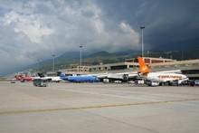 Deuda a líneas aéreas limita actividad turística en el país