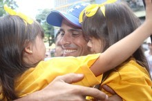 Capriles pidió al pueblo no dejarse comprar por regalos elec...