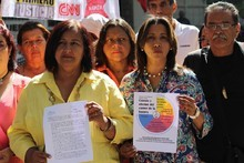 Dinorah Figuera acudió a la Defensoría del Pueblo para exigi...
