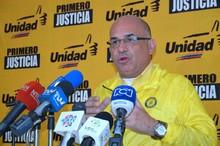 José Antonio España: Exigimos ayuda humanitaria para el pueb...