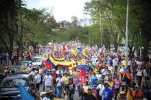 Multitudinaria marcha ciudadana acompañó a los jóvenes guaya...