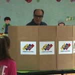 """Julio Borges pidió votar para dar """"un paso más hacia el..."""