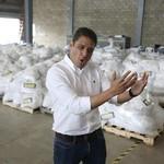 José Manuel Olivares: El médico que custodia las ayudas para...