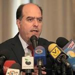 Julio Borges junto a expertos del área económica presentaron...