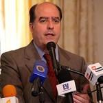 Borges reta a Maduro a otorgar títulos de propiedad a los be...